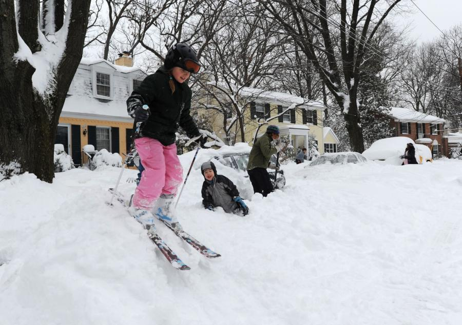 DC Residents dig out from massive snow fall