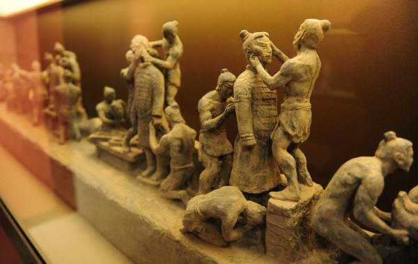 http://photos.upi.com/slideshow/lbox/2ea06a1ebff8f00f1d786c89fd0568cd/Terra-Cotta-Warriors.jpg