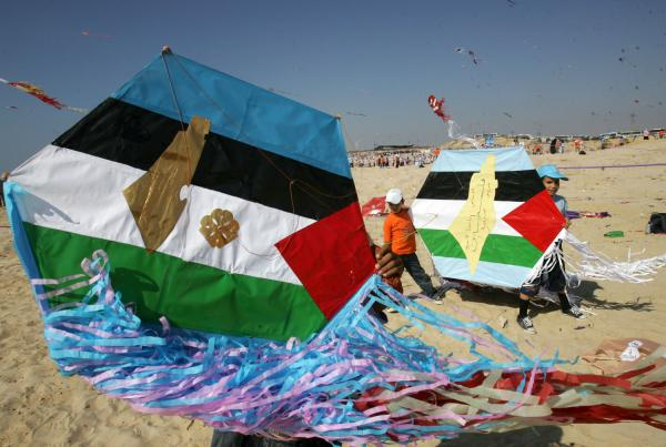Thousands of children fly kites during festival in Gaza