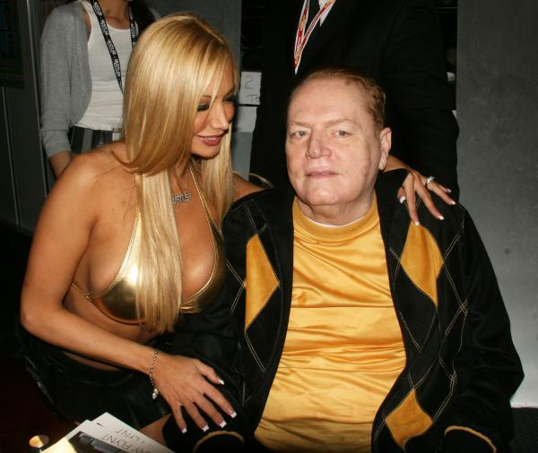 http://photos.upi.com/slideshow/lbox/e0dabb1a745935232daa086da750e55f/LARRY-FLYNT-AT-ADULT-ENTERTAINMENT-EXPO.jpg