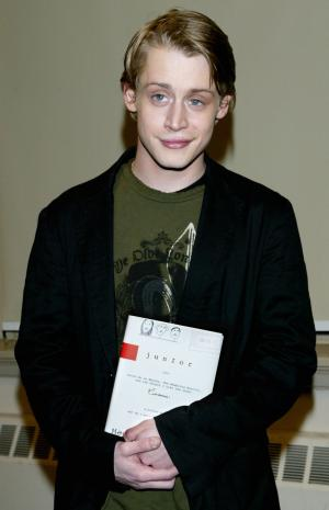 macaulay culkin barefoot pictures