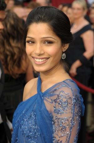 "Freida Pinto from ""Slumdog Millionaire"" arrives  at the 81st Academy Awards in Hollywood on February 22, 2009.   (UPI Photo/ Roger L. Wollenberg)"