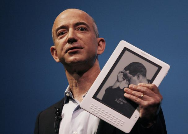 http://photos.upi.com/story/w/8b4ab9e512b2abf62c48e04b31b00592/Amazon-unveils-new-Kindle-DX.jpg