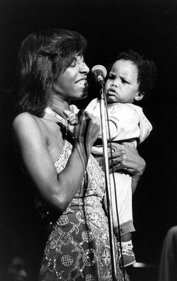 Natalie_Cole - Natalie Cole and her ten month old son on stage.